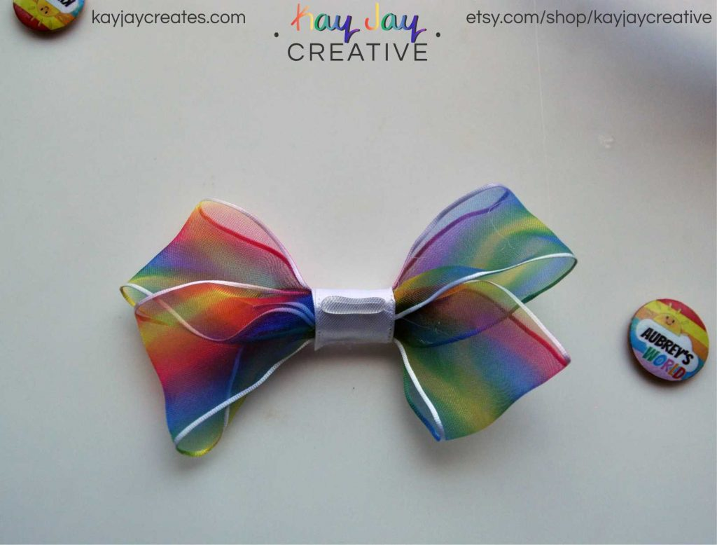 Add your customized Ryan ToysReview button to the rainbow hairbow